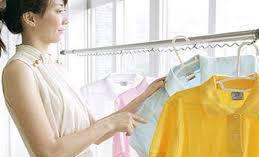 Phơi đồ đúng cách giúp quần áo nhanh khô hơn trong ngày mưa