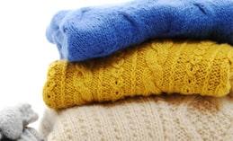 Cách giặt áo len không xù, không phai màu mẹ nào cũng nên biết