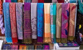 Pashmina là gì và giặt khăn lụa pashmina thế nào?