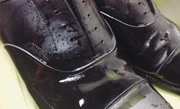 Sự khác biệt về việc giặt giày và đánh giày da