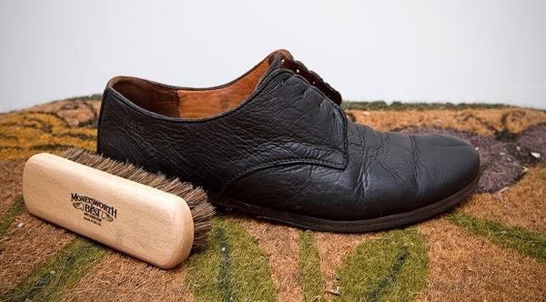 Vệ sinh giày da và những sai lầm thường gặp