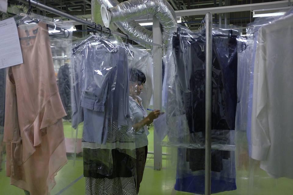 Những hạn chế khi sử dụng dịch vụ giặt khô là hơi công cộng hiện nay?