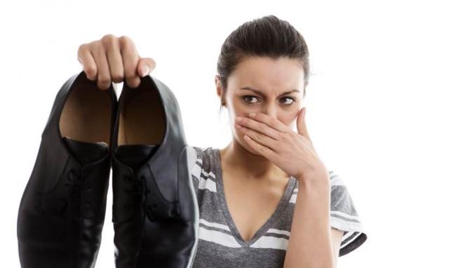 Mẹo hay loại bỏ mùi hôi ở giày hiệu quả