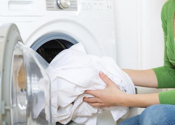 Bật mí cách giặt và bảo quản quần áo trắng hiệu quả