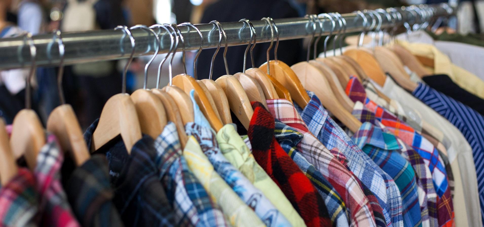 Các mặt hàng thời trang mà bạn muốn cẩn thận trong mùa hè, chẳng hạn như chuyển màu