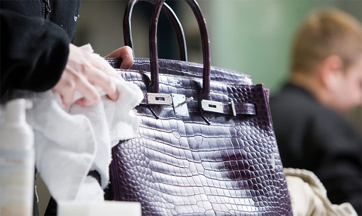 Cách giặt túi da bò cực kỳ hiệu quả, đơn giản mà không làm hư hại đến túi.